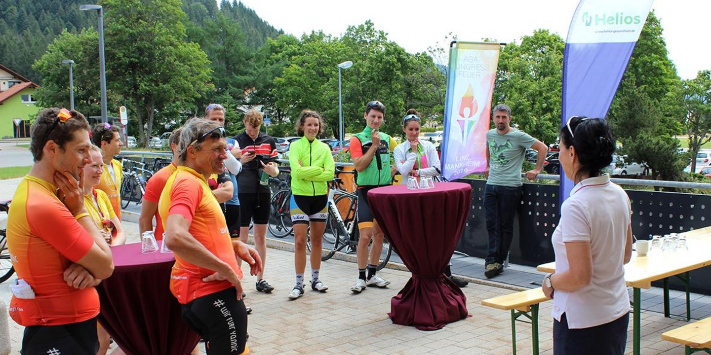 """Cycling for Joints""-Radtour macht Station an der Helios Klinik Titisee"