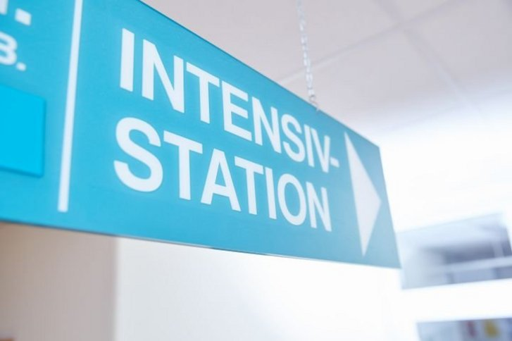 Schild: Intensivstation.
