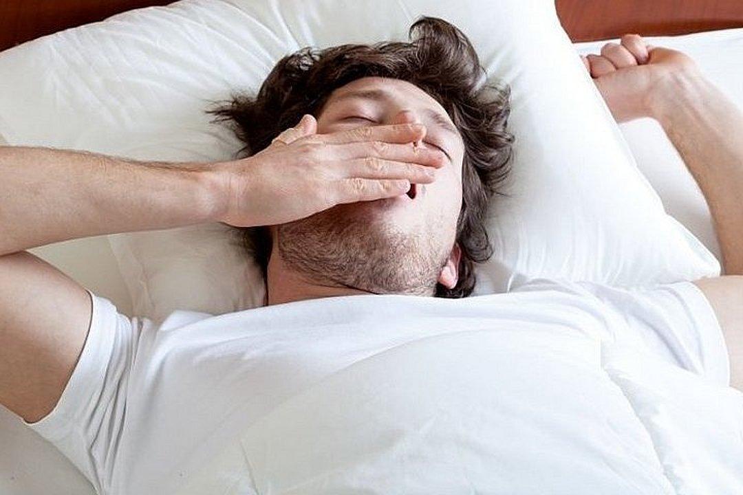 Fingern sie während des Schlafs